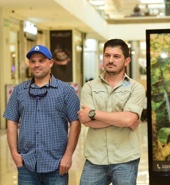 Roberto Cubero, Guardaparque Isla del Coco y Esteban Herrera, Director Interino ACMC.