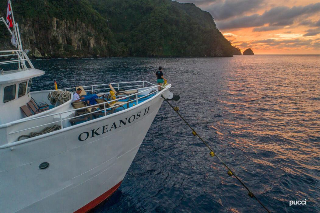 Embarcación Okeanos II, camino a la Isla del Coco